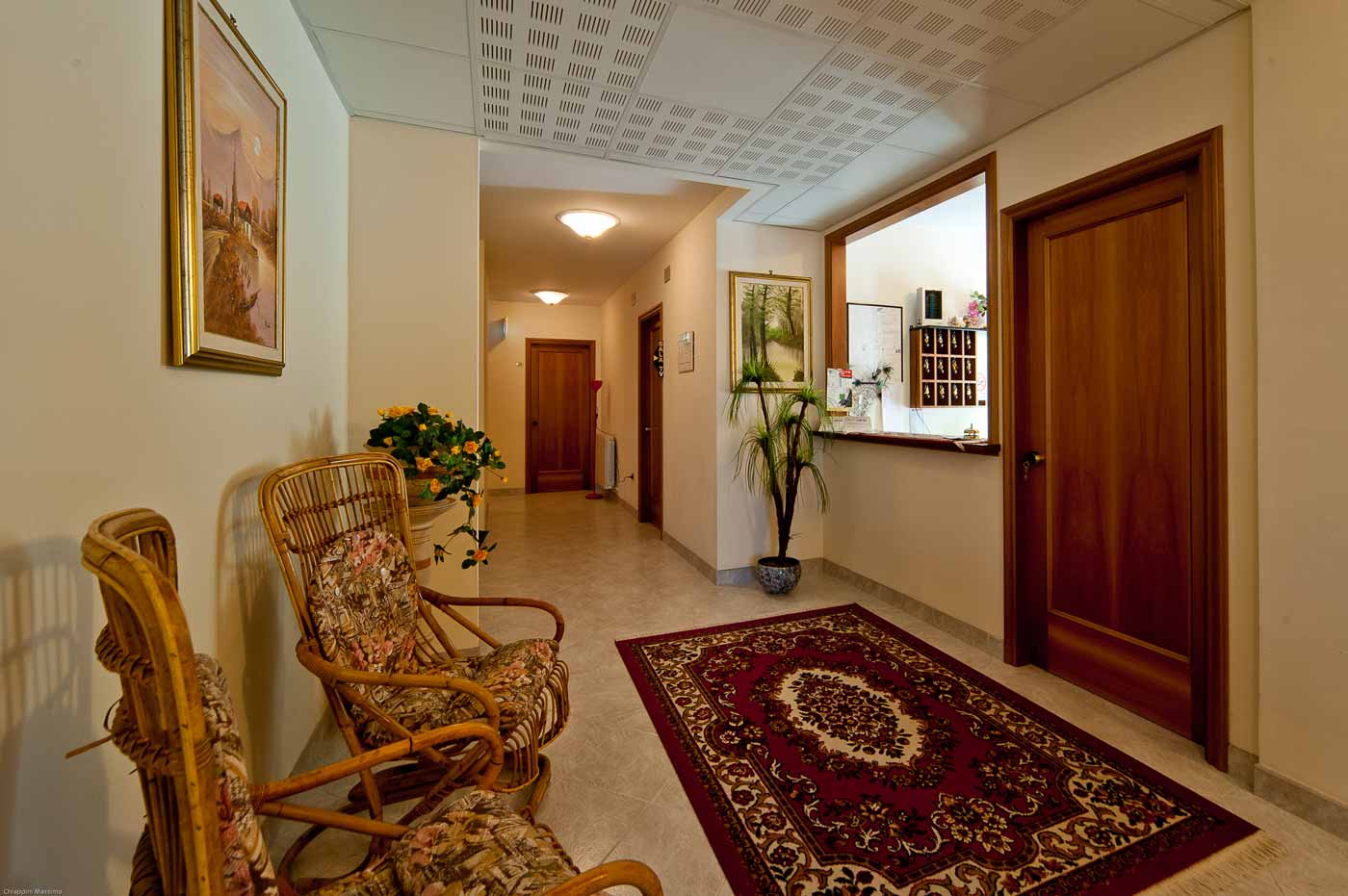 http://www.casciahotelscogliorosa.it/hotelcascia/wp-content/uploads/2014/06/camere-hotel-cascia-04.jpg