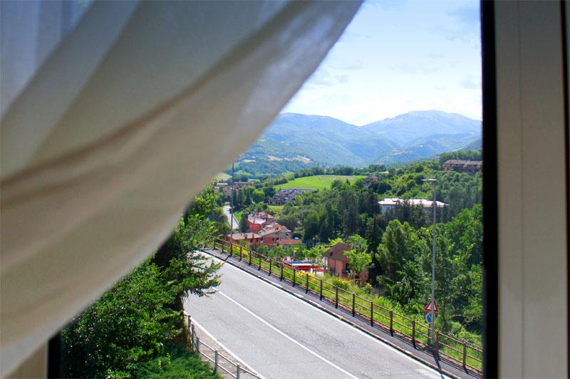 http://www.casciahotelscogliorosa.it/hotelcascia/wp-content/uploads/2014/07/hotel-cascia-camera-vista-02.jpg